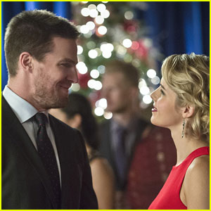 Felicity Undergoes Surgery in New 'Arrow' Promo