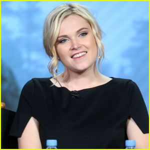 Eliza Taylor & 'The 100' Cast Tease Season Three at TCA Winter Tour 2016