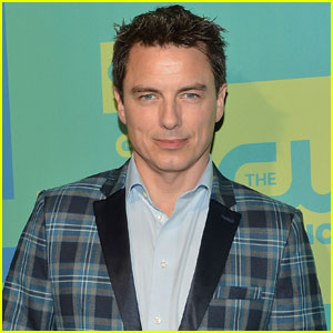Arrow's John Barrowman is Headed to 'Reign' - as Francis' Killer!