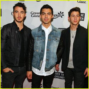 Nick, Joe, & Kevin Jonas Are Ready for Winter Storm Jonas!