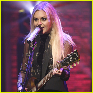 Kelsea Ballerini Did Something 'Dramatic' On 'Late Night with Seth Meyers'