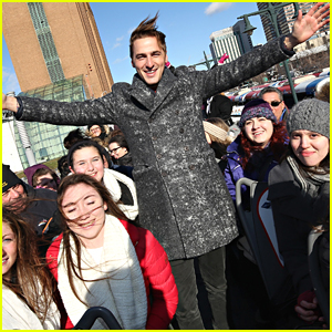 Kendall Schmidt Reunites With Carlos PenaVega; Forgets Picture