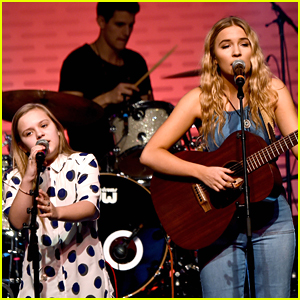 Lennon & Maisy Take Center Stage at NHL All-Star Fan Fair