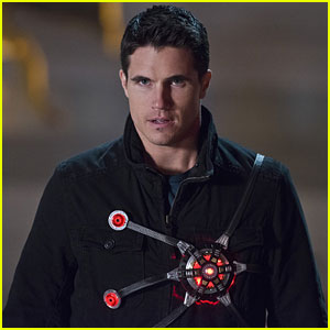 Robbie Amell is Returning to 'The Flash' - But There's a Twist!