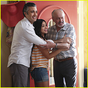 Jane Considers Dating Again on 'Jane The Virgin' Tonight