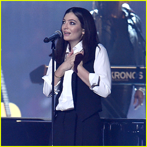 Lorde Performs David Bowie Tribute at BRIT Awards 2016 - WATCH NOW!