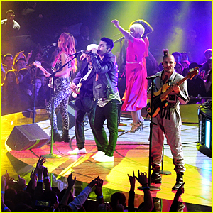 DNCE Rocks Out for Performance at iHeartRadio Music Awards 2016 - Watch Now!