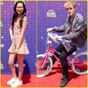 Jake Paul & the 'Bizaardvark' Cast Arrive at RDMA 2016