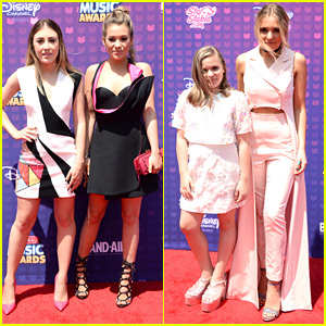 Maddie & Tae Join Lennon & Maisy For RDMA 2016