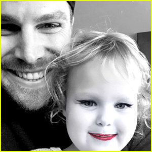 Stephen Amell Makes Cute Snapchat Videos with Daughter Mavi!
