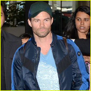 The Originals' Daniel Gillies is Fan-Friendly in Brazil