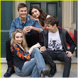 Rowan Blanchard Leans On Peyton Meyer's Shoulder In New 'Girl Meets World' Cast Pic