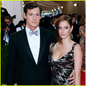Kaya Scodelario Goes All Out for Met Gala 2016 With Hubby Benjamin Walker