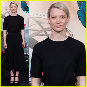 Mia Wasikowska Attends 'Alice Through the Looking Glass' Spain Photo Call