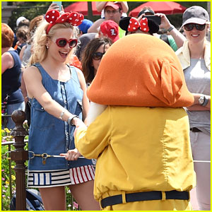 Pixie Lott & Oliver Cheshire Meet Mickey & Minnie During Disney World Vacation