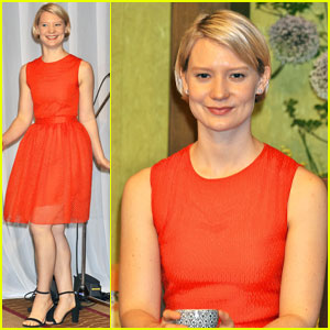 Mia Wasikowska Brings 'Alice Through the Looking Glass' to Japan