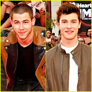 Nick Jonas Hits the MMVAs 2016 Red Carpet with Shawn Mendes!