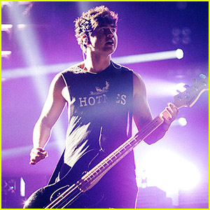 5 Seconds of Summer Rocks Out for Macy's Fireworks Special! (Video)