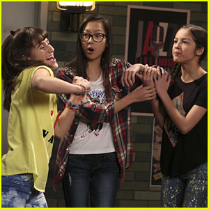 Frankie & Paige Go From Haters to Superfans on 'Bizaardvark'