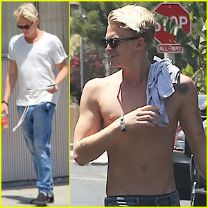 Cody Simpson Spends Sunday with His Pals!