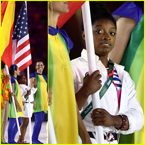 Simone Biles Holds American Flag at Closing Ceremony for Rio 2016!