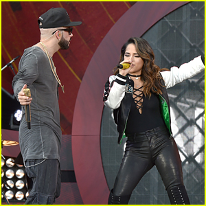 Watch Becky G & Yandel Perform 'Somos Uno' at Global Citizen Festival