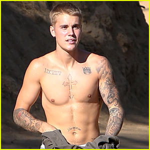 Justin Bieber Goes Shirtless While Hiking!
