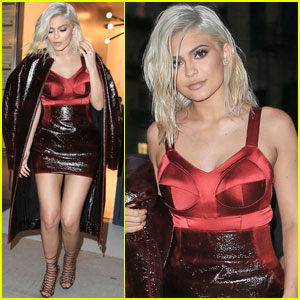 Kylie Jenner Debuts Her Blonde Hair During Dinner With Friends