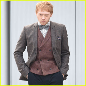 Rupert Grint Hides Under A Hooded Jacket on 'Snatch' Set ...