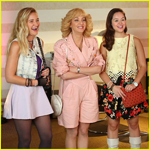 Erica & Lainey Become Matchmakers For Bill on 'The Goldbergs' Tonight