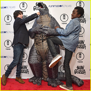 Stranger Things' Caleb McLaughlin & Finn Wolfhard Take Down Godzilla at New York Comic Con Event