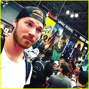 Derek Theler Gets Confused For Chris Pratt at NYCC 2016