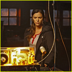 Peyton List Returns To CW in 'Frequency' Tonight - See A Sneak Peek!