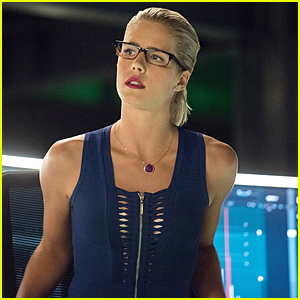 Felicity's Has To Work With Her Ex-Fiance AND New Boyfriend on 'Arrow' Tonight!