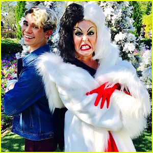 Descendants Stars Cameron Boyce & Sofia Carson to the Mannequin Challenge at Disney World!