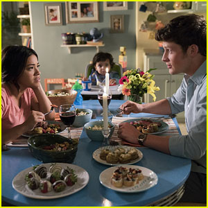Awkward! Rafael Flirts With Jane's Cousin on Tonight's 'Jane the Virgin'