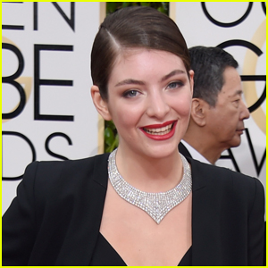 VIDEO: Lorde Covers Robyn's 'Hang With Me' During Surprise Concert