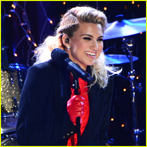 Tori Kelly Blows Us All Away with 'O Holy Night' at Christmas in Rockefeller Center