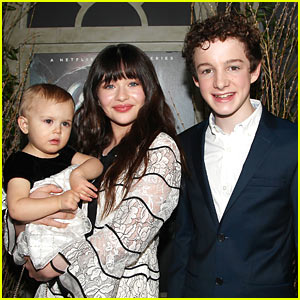 Baudelaire Kids Malina Weissman & Louis Hynes Attend 'Series of Unfortunate Events' Premiere!