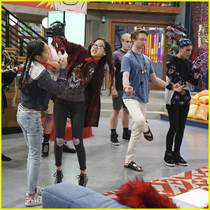 VIDEO: Calum Worthy & Vine Star Thomas Sanders Guest Star on 'Bizaardvark' Tonight!