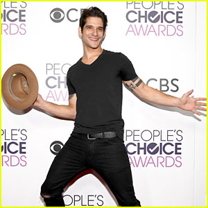 Tyler Posey's Adorable Backstage GIF at the People's Choice Awards 2017 Will Make You Smile