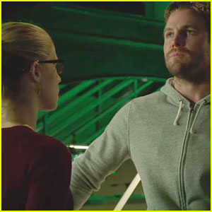 Felicity Grows Concerned Over Oliver on Tonight's 'Arrow'