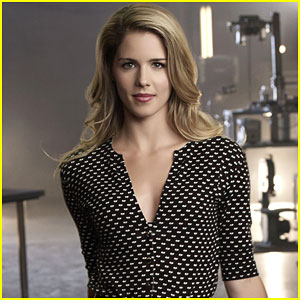 Emily Bett Rickards' Felicity Smoak Turns Into a Superhero For 'Legends of Tomorrow'