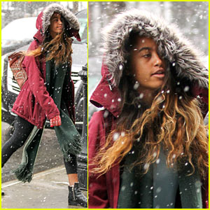 Malia Obama Gets Out Her Scarf & Gloves on a Snowy Day in NYC