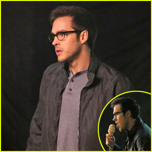 Chris Wood Looks Hot Eating An Ice Cream Cone For 'Supergirl'