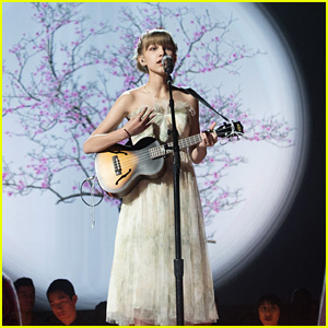 Grace VanderWaal Steals The Spotlight Tonight At RDMAs 2017!