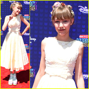 Grace VanderWaal Wins Best New Artist At RDMAs 2017!