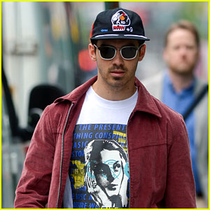 Joe Jonas Passes Time Just Like the Rest of Us -  with Selfie Videos!