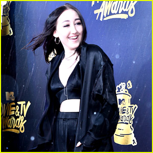 It's Hailing at the MTV Awards & Noah Cyrus Got Caught in the Storm!