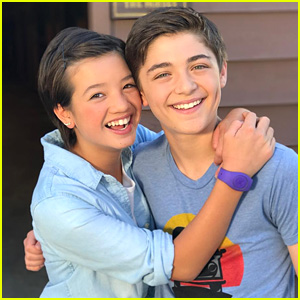 Andi Mack's Peyton Elizabeth Lee & Asher Angel Actually DO Like Playing Ultimate Frisbee!